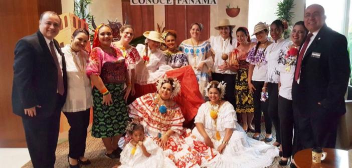 Celebrando el mes de la patria en Panamá con trajes típicos