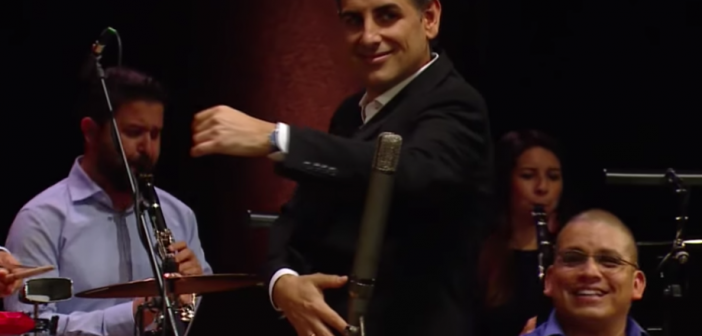 El peruano Juan Diego Flórez canta «La Pollera Colorá» de «Barranca» en Viena