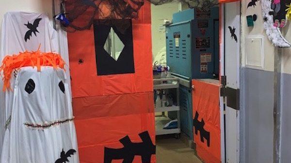 Concurso de decoración  puertas –  hallowen en el Hotel Corales de Indias
