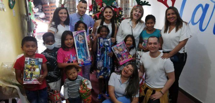 Compartiendo Sonrisas en Navidad en FPS Cali